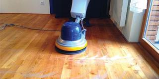 Renovace a čištění dřevěných podlah