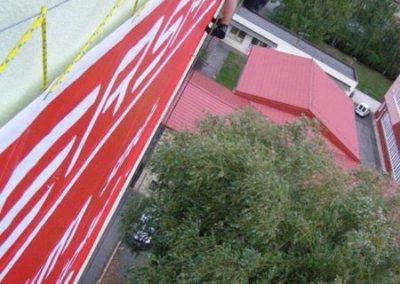 Výškové instalace dekorací a billboardů 04
